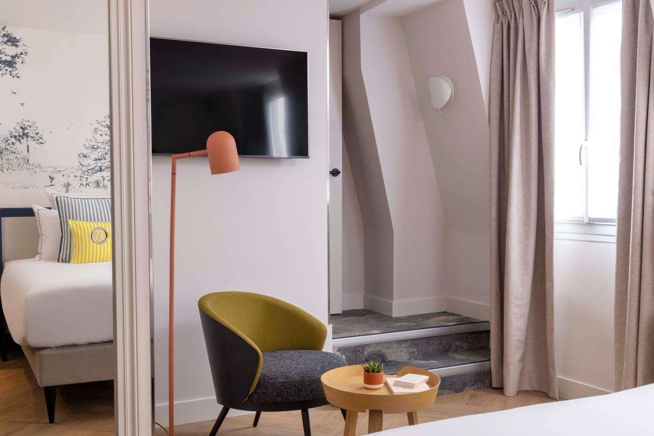 TV - Light- Chair - Tea Table - Hotel La Canopee